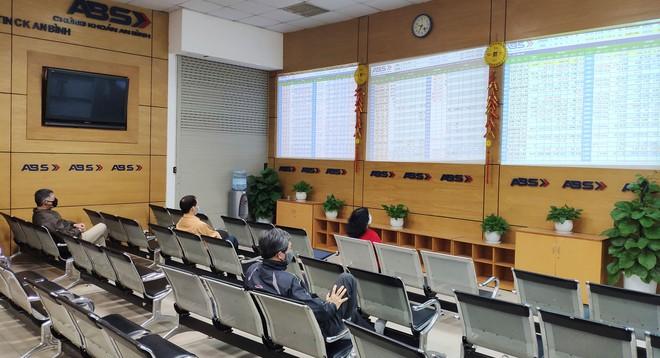 Cổ phiếu chuyển sàn giảm 'nghẽn' đầu tiên niêm yết trên HNX từ ngày 29/3