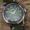 <p> Kích thước của đồng hồ là 38,5 mm với độ dày 11,8 mm. Lớp vỏ được làm bằng thép không gỉ. Đồng hồ có khả năng chống nước 50 m và được trang bị bộ máy tự động Seiko 4R35.</p>