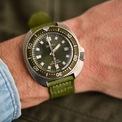 <p> Mẫu đồng hồ này có kích thước mặt số 42,8 mm, độ dày 13,2 mm cùng khả năng chống nước 200 m. Sản phẩm được trang bị lớp vỏ bằng thép không gỉ, bộ máy tự động Seiko cỡ 6R35.</p>