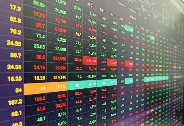 VCB giúp VN-Index tăng điểm trước áp lực từ nhiều cổ phiếu ngân hàng khác