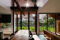 Cách thiết kế ấn tượng khiến ngôi nhà có nắng cả ngày