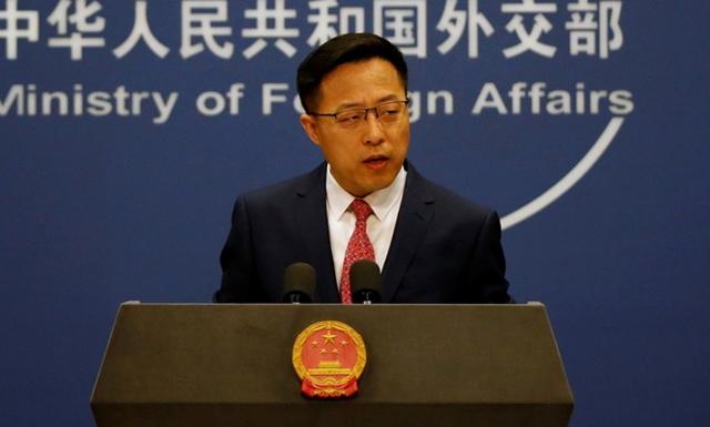 Phát ngôn viên Bộ Ngoại giao Trung Quốc Triệu Lập Kiên họp báo hồi tháng 4/2020. Ảnh: AFP.