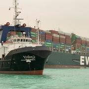 Lo ngại gián đoạn cung do nghẽn kênh Suez, giá dầu tăng