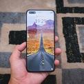 <p> Huawei P40 Pro được giới thiệu tại Việt Nam vào tháng 5/2020, giá 24 triệu đồng. Hiện tại, người dùng chỉ có thể mua sản phẩm qua sử dụng giá 13,7 triệu đồng. Máy được trang bị chip Kirin 990, RAM 8 GB và bộ nhớ trong 256 GB. Model này sử dụng viên pin dung lượng 4.200 mAh, sạc nhanh 40 W.</p>