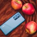 <p> Hệ thống 4 camera sau của Huawei P40 Pro gồm camera chính 50 MP, camera góc siêu rộng độ phân giải 16 MP, ống kính zoom 40 MP tiềm vọng và cảm biến ToF. Điểm trừ của máy đến từ việc không có các dịch vụ của Google. Người dùng chỉ có thể tải ứng dụng từ kho App Gallery do Huawei phát triển. Tuy nhiên, số lượng ứng dụng của App Gallery còn hạn chế.</p>