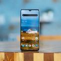 <p> OnePlus 7T là một trong những smartphone cao cấp được đánh giá tốt trong năm 2019 với cấu hình mạnh, giá cả hợp lý. Máy trang bị màn hình OLED 6,55 inch Full HD+, tần số quét 90 Hz, chip xử lý Snapdragon 855+, RAM 8 GB, bộ nhớ trong 128 GB, pin 3.800 mAh với sạc nhanh 30 W. Hiện tại, giá bán sản phẩm tại dao động trong khoảng 7-8 triệu đồng. Ảnh: Android Authority.</p>