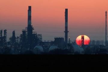 Lo ngại liên quan Covid-19, giá dầu 'bốc hơi' 6%