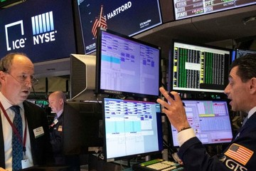Lo ngại liên quan 'mặt trái' gói hỗ trợ 1.900 tỷ USD, Phố Wall giảm điểm