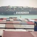 """<p class=""""Normal""""> Theo SCA, gần 19.000 tàu, trung bình 51,5 tàu/ngày, với tải trọng ròng 1,17 tỷ tấn đi qua kênh Suez trong năm 2020. Kênh đào Suez là một nguồn thu ngoại tệ đáng kể của Ai Cập bởi 12% khối lượng thương mại hàng hóa trên thế giới di chuyển qua đây. Ảnh: <em>EPA.</em></p>"""