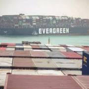 Siêu tàu container mắc cạn, kênh đào Suez 'tắc đường'