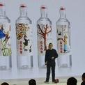 <p> Trong sự nghiệp của mình, có khoảng thời gian ông Zhong bán các loại rèm cửa. Dù kết quả kinh doanh có vẻ khả quan, thu về hàng nghìn USD, nhưng nhiêu đây vẫn không đủ giúp ông gây dựng cơ ngơi khổng lồ. Ảnh: <em>Bloomberg.</em></p>