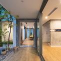 <p> Ngôi nhà đã được xây dựng cách đây 15 năm, Landmak Architecture nhận thiết kế lại và cải tiến để phù hợp hơn với hiện tại. Hệ thống thông gió và ánh sáng ban đầu không đáp ứng được nhu cầu sử dụng cho các công năng trong phòng.</p>