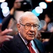 Tiết lộ mức lương Warren Buffett nhận trong hơn 40 năm qua