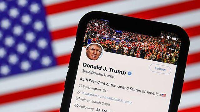 Ông Trump có thể mua mạng xã hội của người khác rồi biến nó thành của mình