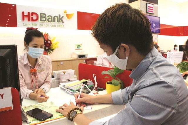 Các ngân hàng tiếp tục đưa ra những gói lãi suất ưu đãi tìm khách hàng vay vốn phục hồi sản xuất kinh doanh.