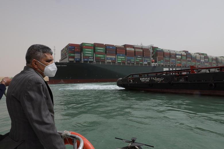 Kênh Suez có thể tắc nghẽn 'nhiều tuần', tạm thời bị phong tỏa lưu thông