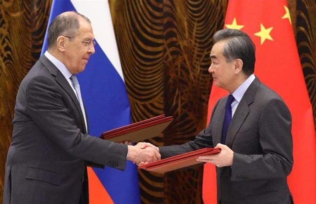 Ngoại trưởng Trung Quốc Vương Nghị và người đồng nhiệm Nga Sergey Lavrov tại Quế Lâm ngày 23/3. Ảnh: BNG Nga.