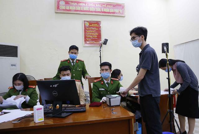 Công an Hà Nội hoàn thành 1 triệu hồ sơ cấp căn cước công dân mới.