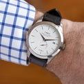 <p> <strong>Timex American Documents Watch </strong>được mô phỏng theo sản phẩm ban đầu của Timex. Mẫu đồng hồ đeo tay này có kiểu dáng vượt thời gian, bộ máy thạch anh mạ vàng, vỏ thép không gỉ và dây đeo bằng da cao cấp. Trên các trang bán hàng điện tử, sản phẩm có giá 495 USD. Ảnh: <em>Timex.</em></p>