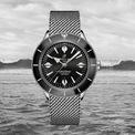 <p> <strong>Breitling Superocean Heritage '57</strong> là bản tôn vinh mẫu đồng hồ gốc từ năm 1957. Với kiểu dáng tối giản, sản phẩm có bộ máy tự động, vỏ thép không gỉ chống nước 100 m với nhiều phiên bản màu sắc khác nhau. Nó đang được bán trên các trang web với giá 4.835 USD. Ảnh: <em>calibre.</em></p>