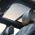 <p> Cửa sổ trời toàn cảnh trên phiên bản E300 AMG. Bản này có thêm hệ thống camera 360 độ.</p>