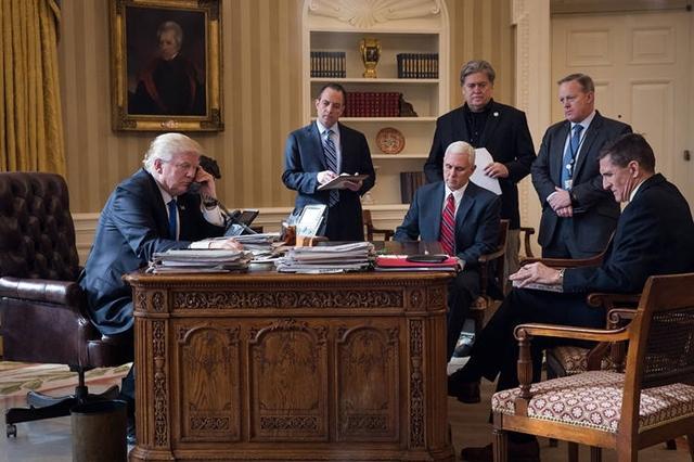Việc tập hợp một nhóm các kẻ thù khiến cho chính quyền của ông Trump dễ bị rò rỉ thông tin. Ảnh: Wall Street Journal.