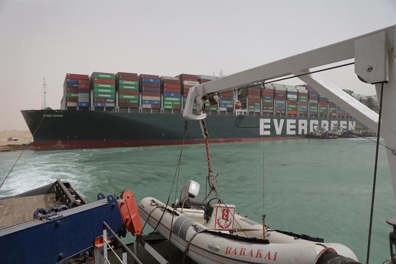 Trận gió sa mạc thổi chệch hướng 10 tỷ USD trên kênh Suez thế nào
