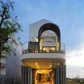 <p> Ngôi nhà tại Hòa Xuân, Đà Nẵng được Econs Architecture thiết kế cho một cặp vợ chồng trẻ và 3 con nhỏ. Trong một khu vực đang phát triển, không gian xanh dần biến mất do quá trình đô thị hóa</p>
