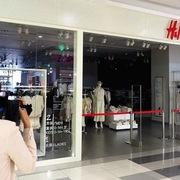 Làn sóng tẩy chay dâng cao, H&M phải đóng loạt cửa hiệu ở Trung Quốc