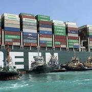 Tàu mắc cạn trên kênh Suez 'nổi trở lại'
