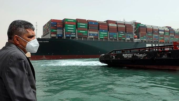 Các bên thiệt hại ra sao vì tàu chắn kênh Suez
