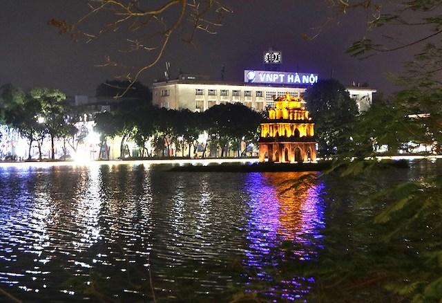 Thông qua chủ trương đầu tư dự án chiếu sáng, trang trí xung quanh khu vực hồ Hoàn Kiếm trị giá 113 tỷ đồng.