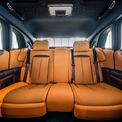"""<p> Rolls-Royce cho biết Ghost mới được """"bao bọc"""" bởi 100 kg vật liệu cách âm, kết hợp cùng khung gầm mới và hệ thống treo khí nén nâng cấp. Điều này giúp cabin của xe luôn yên tĩnh và êm ái tuyệt đối khi di chuyển.</p>"""