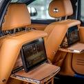 <p> Những trang bị tiện nghi được Rolls-Royce cung cấp cho hành khách gồm có hệ thống âm thanh cao cấp 18 loa công suất 1.300 watt, hệ thống điều hòa tích hợp lọc bộ không khí nano, hệ thống thông tin giải trí iDrive chia sẻ từ BMW, màn hình giải trí cùng bàn làm việc phía sau, tủ lạnh chứa rượu champagne...</p>