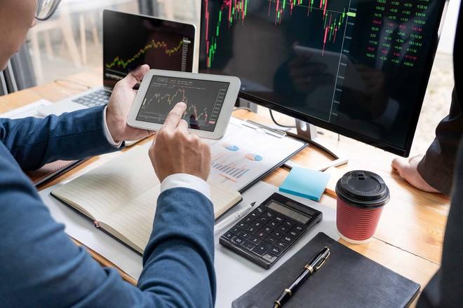 Nhiều cổ phiếu ngân hàng tiếp tục bứt phá, VN-Index tăng hơn 5 điểm