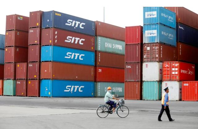 The Wall Street Journal nhận định một nền kinh tế có độ mở lớn thường có khả năng cao bị ảnh hưởng nặng nề hơn cả trong thời kỳ suy thoái, nhưng Việt Nam là một ngoại lệ.