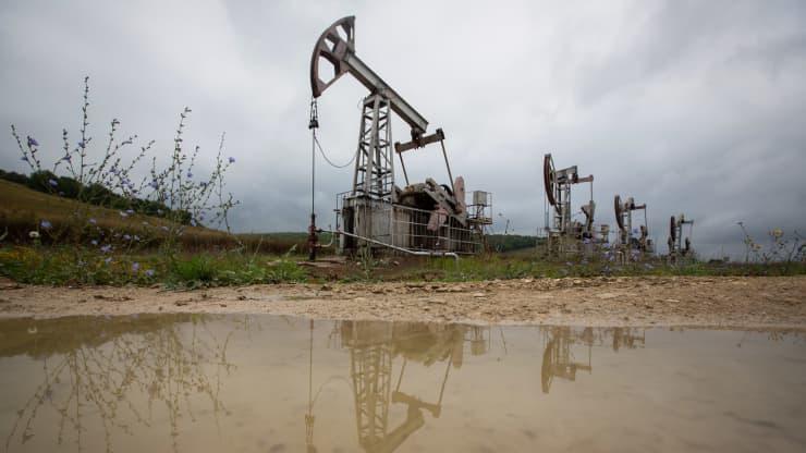 OPEC+ bắt đầu nới lỏng sản lượng, bất chấp lo ngại về lực cầu