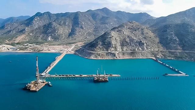 Khu bến cảng Cà Ná.