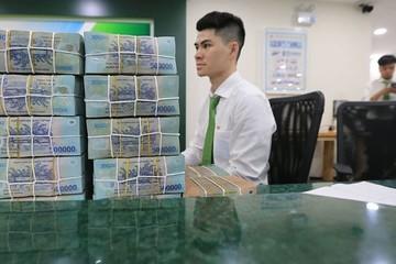 Giao dịch 'khủng' vẫn dùng tiền mặt
