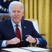 Biden đảo ngược lệnh trừng phạt gây tranh cãi của Trump