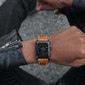 <p> <strong>2. Lựa chọn sản phẩm phù hợp với phong cách</strong>: Không chỉ là thiết bị xem thời gian, một chiếc đồng hồ tốt giúp nâng tầm diện mạo cho bạn. Nếu bạn thích thể thao, những mẫu đồng hồ của TAG Heuer, Hamilton hoặc Breitling là sự lựa chọn hợp lý. Đối với doanh nhân, các thương hiệu như Chopard và Jaeger-LeCoultre cung cấp sản phẩm mang dáng vẻ thanh lịch. Dù lựa chọn của bạn là gì vẫn sẽ có hàng loạt phong cách đồng hồ phù hợp. Ảnh: <em>strapa.</em></p>