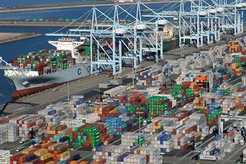Tắc cảng Bờ Tây Mỹ, phí vận tải biển thế giới tăng vọt