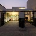 <p> Căn nhà được xây dựng trên một khu đất rộng 8 m và sâu 22 m tại một khu dân cư ở TP HCM.<em>MM++ architects</em> đã thiết kế cho một cặp vợ chồng và 3 đứa con nhỏ của họ, ngôi nhà được tổ chức thành 2 phần.</p>