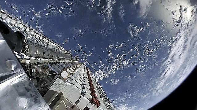 Sứ mệnh của Starlink là mang kết nối Internet đến mọi nơi trên Trái Đất bằng cách phóng hàng chục nghìn vệ tinh lên quỹ đạo thấp của Trái Đất. Ảnh: Starlink.