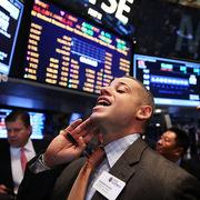 Số liệu kinh tế Mỹ tích cực, Phố Wall tăng, Dow Jones, S&P 500 lập đỉnh