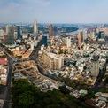 <p> Khu đất tứ giác Bến Thành có vị trí đắc địa với 4 mặt tiền là đường Phạm Ngũ Lão, Phó Đức Chính, Lê Thị Hồng Gấm, Calmette và đối diện chợ Bến Thành. Dự án từng có tên là Spirit of Saigon, thuộc sở hữu của Công ty TNHH Saigon Glory, công ty con của Tập đoàn Bitexco. Tuy nhiên, đến đầu năm 2021, cái tên Masterise Homes bất ngờ xuất hiện trên bảng thông tin bên ngoài dự án cho thấy đại gia bất động sản mới nổi này đã trở thành đơn vị phát triển của dự án.</p>