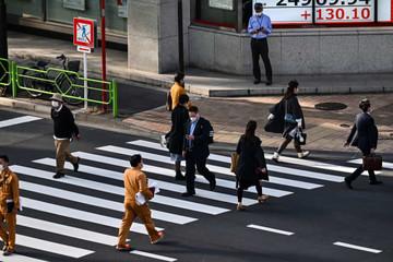 IMF điều chỉnh dự báo kinh tế thế giới, chứng khoán châu Á trái chiều