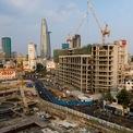 <p> Đồng thời, dự án cũng được đổi tên thành One Central HCM, cao 224 m gồm 2 tòa tháp được kết nối bởi khối đế bán lẻ rộng 58.400 m2. Tòa tháp 55 tầng West Tower bao gồm 37.400 m2 sàn khách sạn Ritz Carlton 250 phòng, 17.800 m2 sàn văn phòng hạng A. Tháp 48 tầng East Tower bao gồm 58.400 m2 sàn chia thành 350 căn hộ hạng sang.</p>