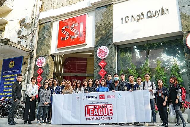 Hoạt động trải nghiệm của các chứng sĩ tại công ty cổ phần chứng khoán SSI tại Hà Nội