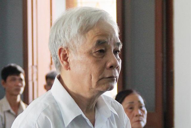 Ông Lê Văn Phước, cựu chánh án TAND Phú Yên tại phiên xử, chiều 26/5/2020. Ảnh: Duy Khôi.